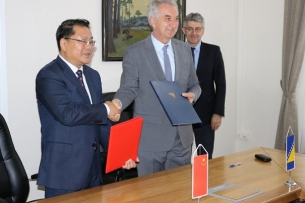 Šarović signs MoU with representatives of Chinese Sinosure Corporation