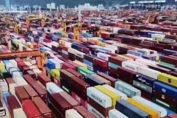 China: Foreign trade surges 32.2% in the first two months of this year
